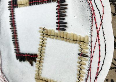 Schwarzer und weißer Reis, Japanische Schrift, Nähgarn, Bleistift, Pigmentliner, Detail