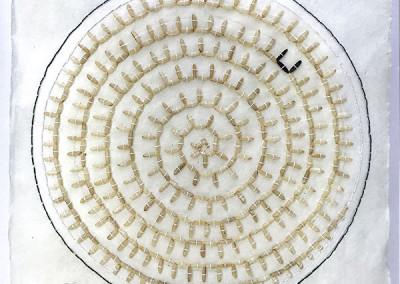 Assemblage, Kunst, schwarzer und weißer Reis, Nepalpapier, 435 Reiskörner, Detail